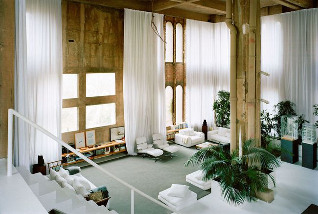 Kiến trúc sư biến nhà máy xi măng cũ thành nhà riêng, bạn sẽ nghẹt thở khi nhìn thấy nội thất bên trong - Ảnh 17.