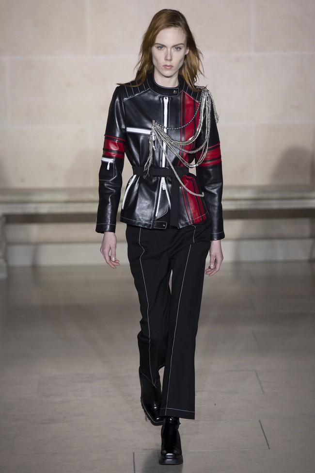Dự show Louis Vuitton, Sehun ăn đứt Hứa Ngụy Châu về độ nam tính, được Vogue chọn là sao nam mặc đẹp nhất - Ảnh 11.