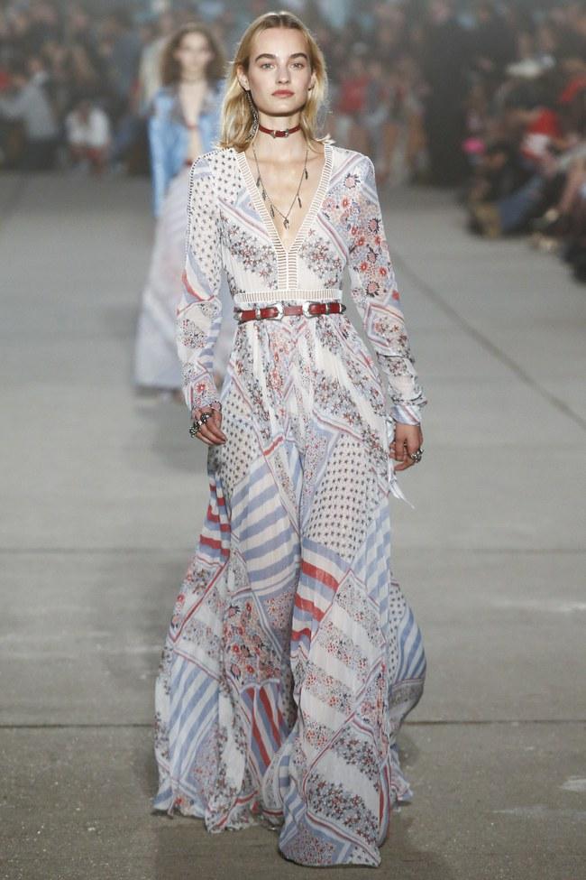 Cùng dự show Tommy Hilfiger, Jessica Jung được Vogue khen nổi bật không kém Lady Gaga - Ảnh 14.