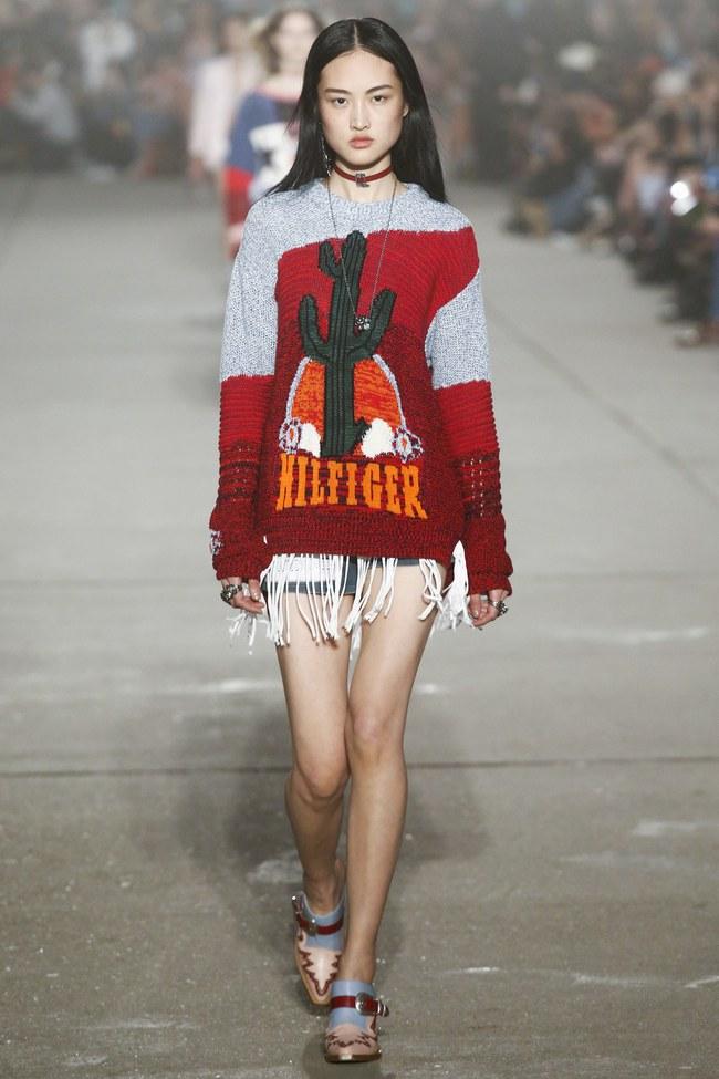 Cùng dự show Tommy Hilfiger, Jessica Jung được Vogue khen nổi bật không kém Lady Gaga - Ảnh 18.