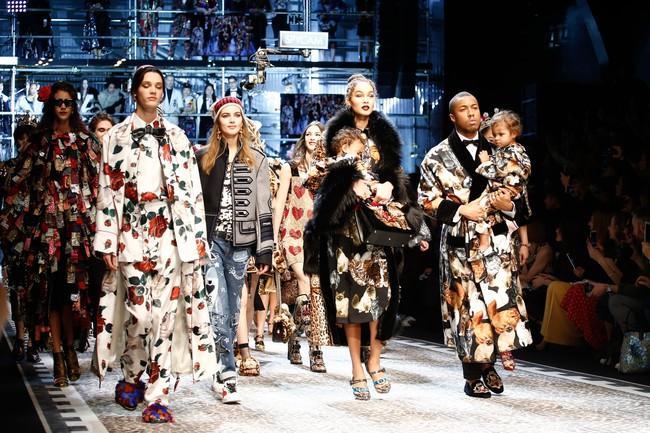 Lý Quí Khánh mang phong cách một mình một kiểu đến show diễn Dolce&Gabbana - Ảnh 23.