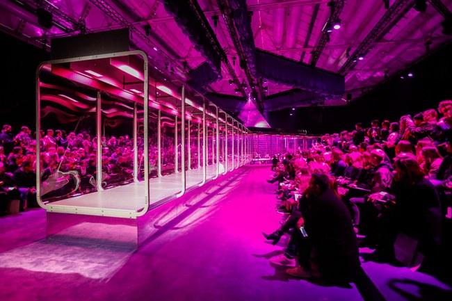 HOT: Hồ Ngọc Hà diện đồ sexy giá hàng trăm triệu, vui tươi tạo dáng bên Tom Hiddleston tại show Gucci - Ảnh 17.