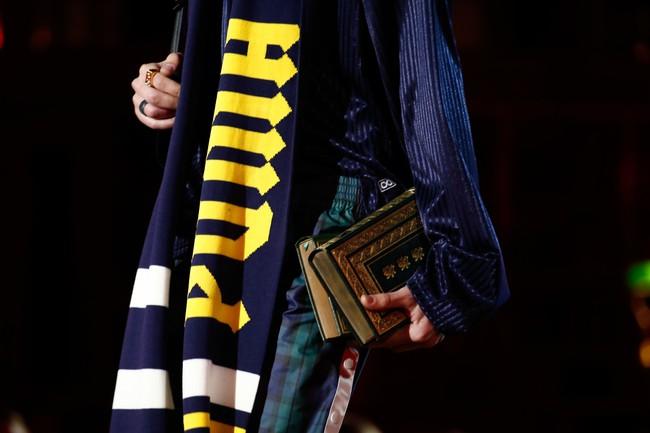 Cara Delevingne phấn khích quá, phải đứng dậy vỗ tay ngay cho BST gái hư của Rihanna - Ảnh 21.