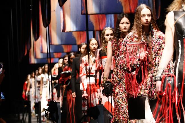 Đúng dự đoán, Dior out khỏi Top những bộ sưu tập xuất sắc nhất Tuần lễ thời trang Paris - Ảnh 20.