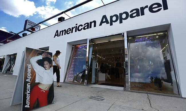 American Apparel: Thương hiệu thời trang nổi tiếng với những quảng cáo nhạy cảm đã phá sản - Ảnh 1.