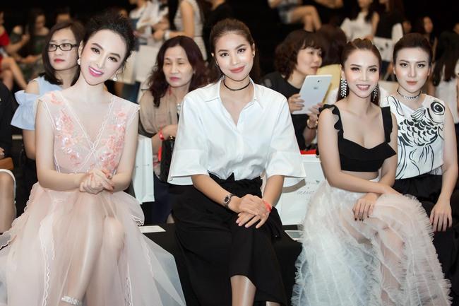 Angela Phương Trinh đối lập với Phạm Hương ngay trên hàng ghế đầu, ai đẹp hơn? - Ảnh 2.