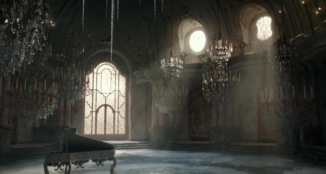 Đại gia trong Beauty and the Beast: Thay vì túi Birkin, hãy tặng nàng nguyên một cái thư viện - Ảnh 1.