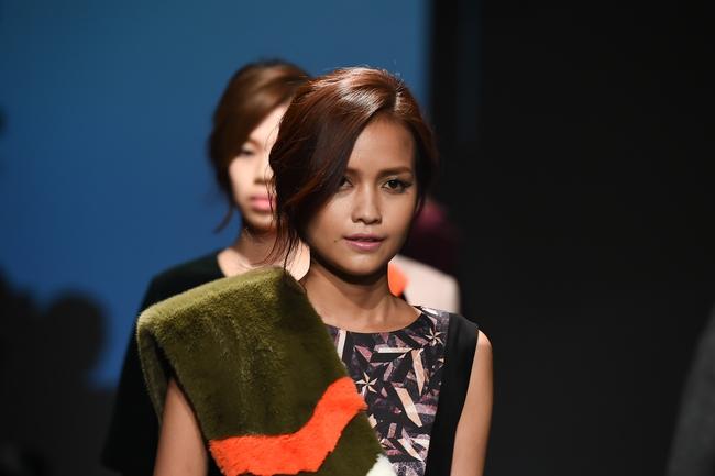 Trong một diễn biến khác: Ngọc Châu Next Top là mẫu Việt đầu tiên trình diễn tại Seoul Fashion Week - Ảnh 4.