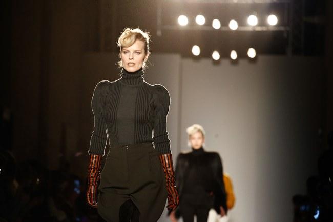 Tuần lễ thời trang Milan: Chiêm ngưỡng để biết cổ tích đôi khi có thật! - Ảnh 29.