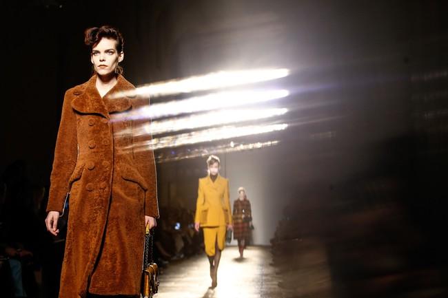 Tuần lễ thời trang Milan: Chiêm ngưỡng để biết cổ tích đôi khi có thật! - Ảnh 31.