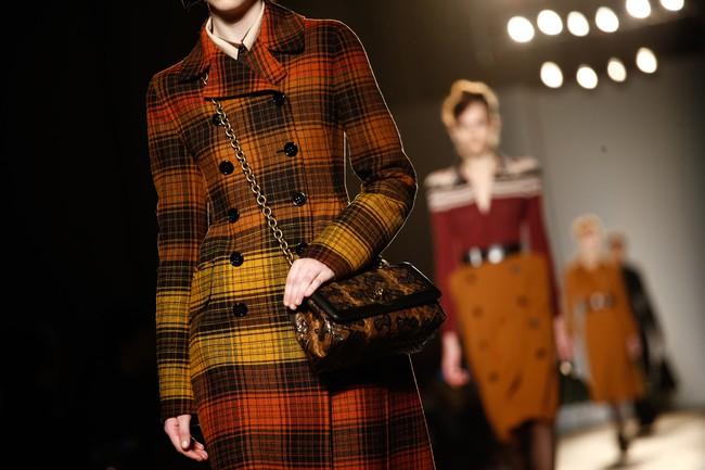 Tuần lễ thời trang Milan: Chiêm ngưỡng để biết cổ tích đôi khi có thật! - Ảnh 32.
