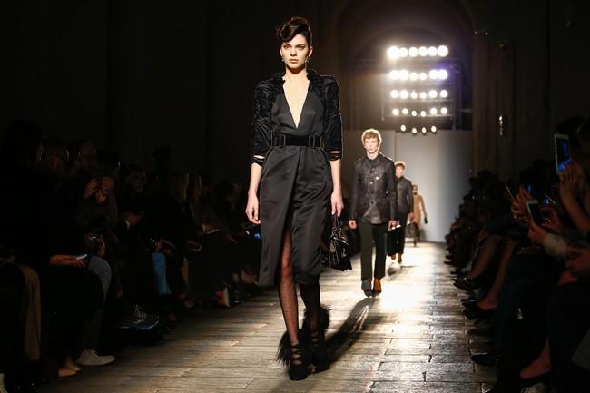 Tuần lễ thời trang Milan: Chiêm ngưỡng để biết cổ tích đôi khi có thật! - Ảnh 33.