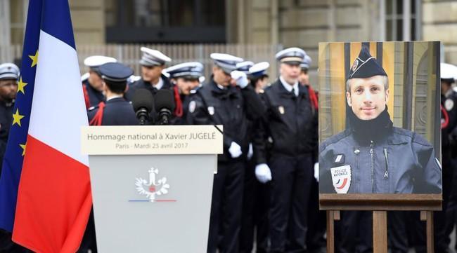 Bài phát biểu cảm động của người chồng viên cảnh sát đồng tính thiệt mạng trong vụ nổ súng tại Pháp - Ảnh 2.
