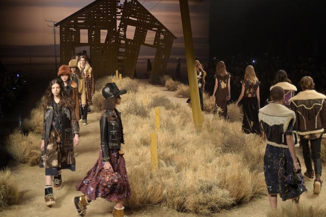 Mở mang tầm mắt với 8 BST không-thể-không-xem của Tuần lễ thời trang New York - Ảnh 16.
