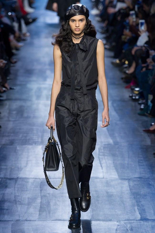 NTK Đỗ Mạnh Cường và giới mộ điệu Việt chê ỏng chê eo BST mới nhất của Dior - Ảnh 6.