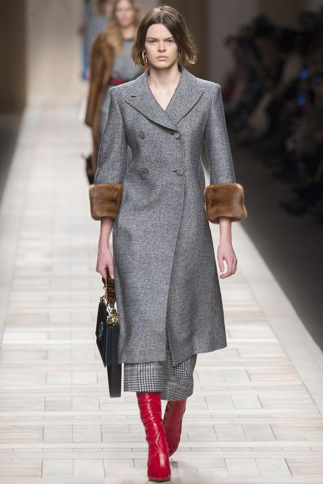 Tuần lễ thời trang Milan: Chiêm ngưỡng để biết cổ tích đôi khi có thật! - Ảnh 36.