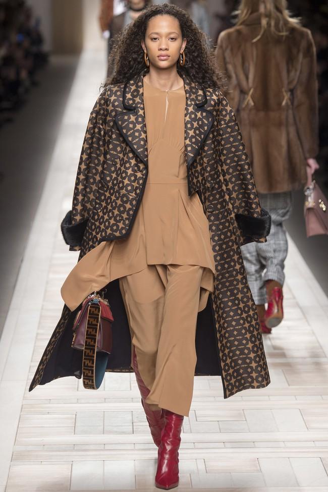 Tuần lễ thời trang Milan: Chiêm ngưỡng để biết cổ tích đôi khi có thật! - Ảnh 37.