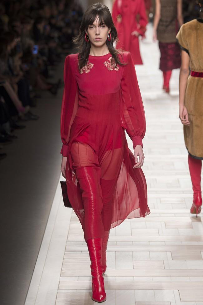 Tuần lễ thời trang Milan: Chiêm ngưỡng để biết cổ tích đôi khi có thật! - Ảnh 39.