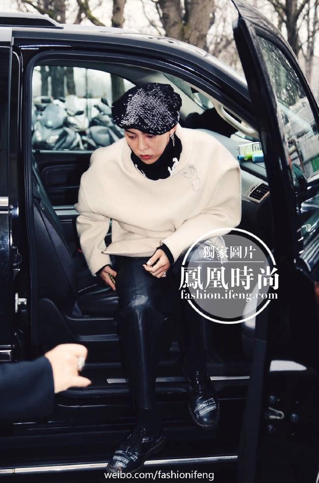 Ăn diện đẹp đẽ cùng dự show Chanel, trông G-Dragon lại không vui khi ngồi cạnh Park Shin Hye - Ảnh 5.
