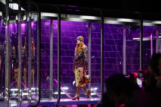 Tuần lễ thời trang Milan: Chiêm ngưỡng để biết cổ tích đôi khi có thật! - Ảnh 1.