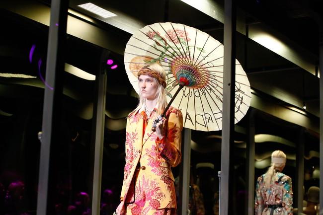 Tuần lễ thời trang Milan: Chiêm ngưỡng để biết cổ tích đôi khi có thật! - Ảnh 2.