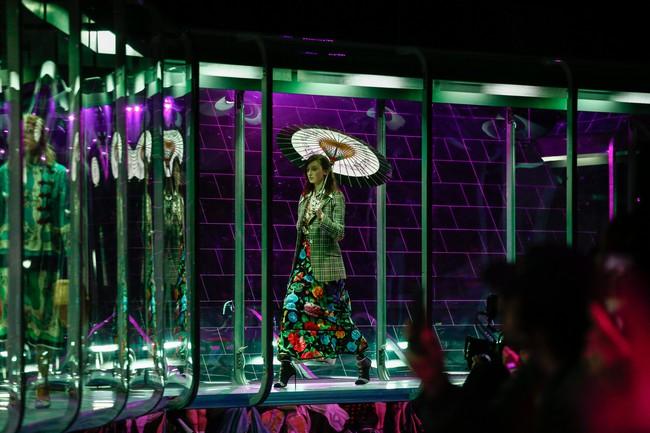Tuần lễ thời trang Milan: Chiêm ngưỡng để biết cổ tích đôi khi có thật! - Ảnh 3.