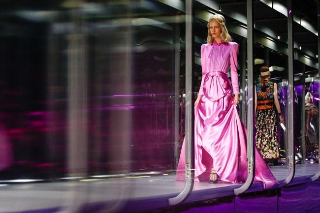 Tuần lễ thời trang Milan: Chiêm ngưỡng để biết cổ tích đôi khi có thật! - Ảnh 5.