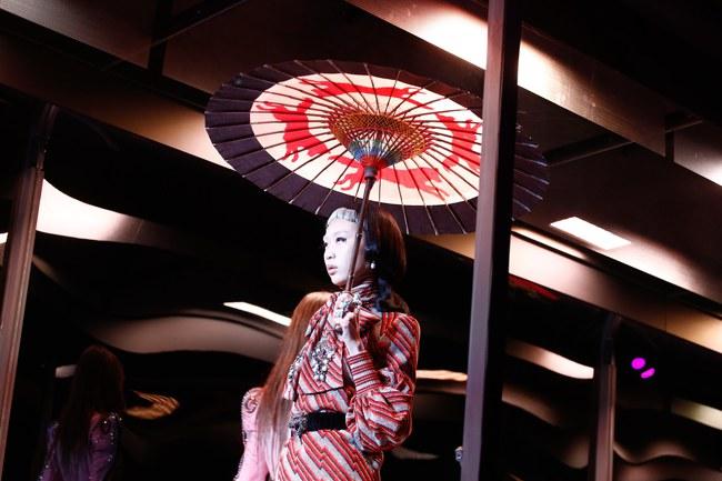 Tuần lễ thời trang Milan: Chiêm ngưỡng để biết cổ tích đôi khi có thật! - Ảnh 6.