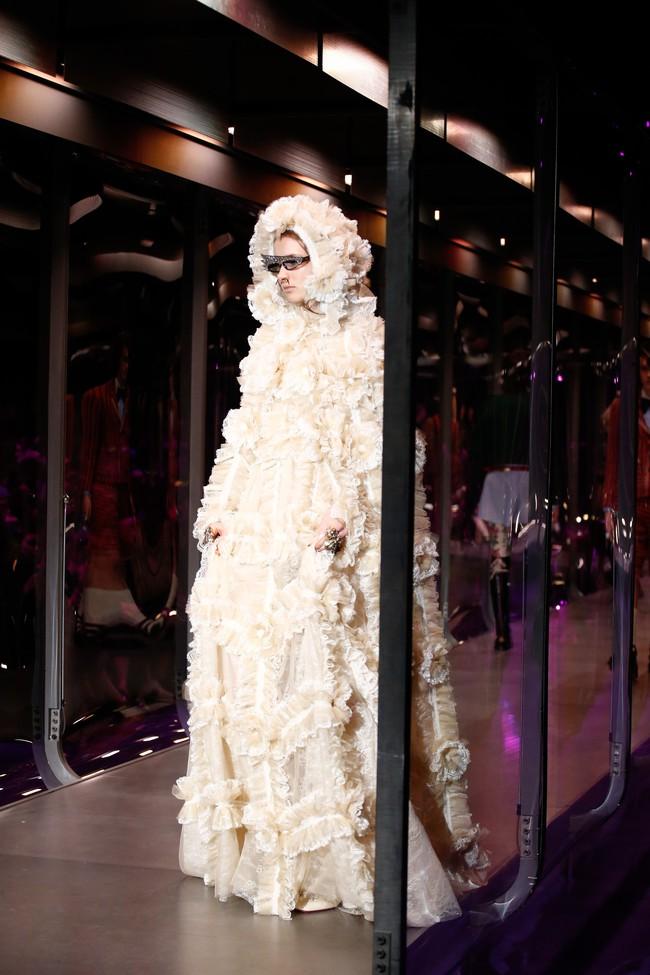 Tuần lễ thời trang Milan: Chiêm ngưỡng để biết cổ tích đôi khi có thật! - Ảnh 8.