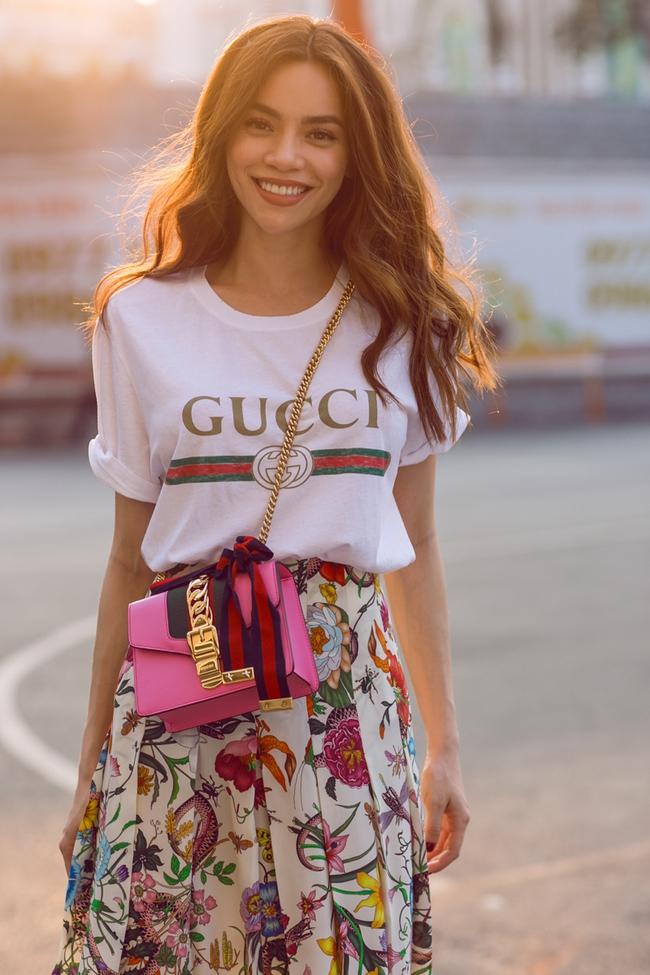 Hồ Ngọc Hà & Kendall Jenner: Cùng áo thun Gucci giá chát, ai diện oách hơn? - Ảnh 1.