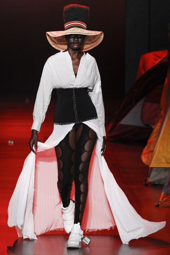 Mở mang tầm mắt với 8 BST không-thể-không-xem của Tuần lễ thời trang New York - Ảnh 34.
