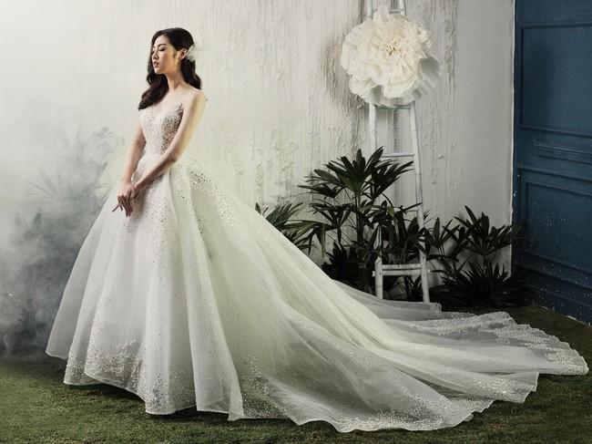 Á hậu Tú Anh đẹp thuần khiết trong BST váy cưới 2017 của Hacchic Bridal - Ảnh 4.