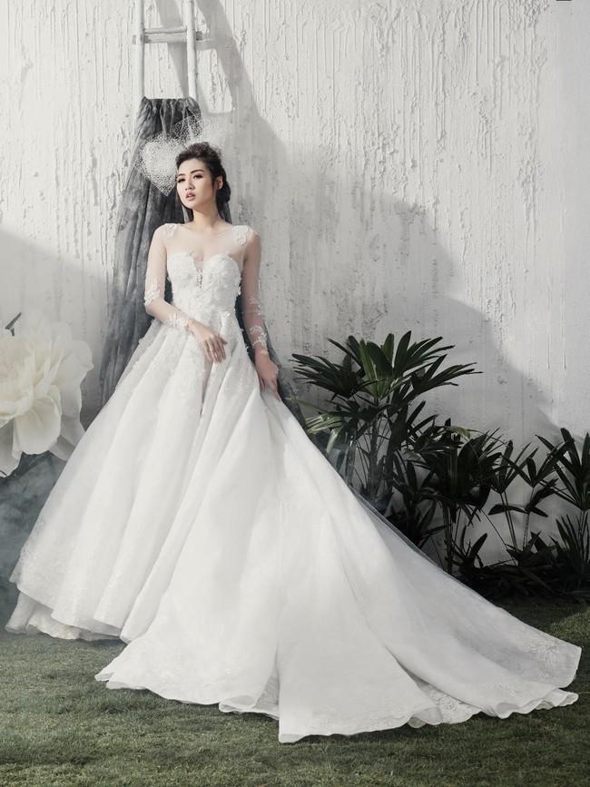 Á hậu Tú Anh đẹp thuần khiết trong BST váy cưới 2017 của Hacchic Bridal - Ảnh 7.