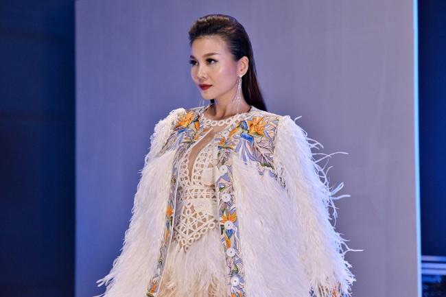 Không cứ là chân dài như Thanh Hằng mới đẹp hoàn hảo, nấm lùn như Châu Bùi, Fung La đã chứng minh điều đó - Ảnh 12.