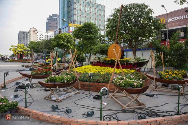 Ngắm nhìn những tiểu cảnh xinh xắn đang được trang trí tại đường hoa Nguyễn Huệ trước ngày khai mạc - Ảnh 9.