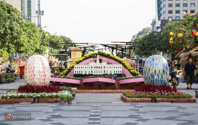 Ngắm nhìn những tiểu cảnh xinh xắn đang được trang trí tại đường hoa Nguyễn Huệ trước ngày khai mạc - Ảnh 5.