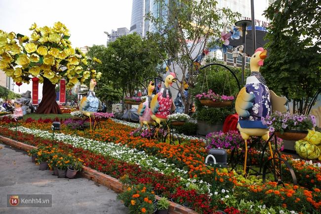 Ngắm nhìn những tiểu cảnh xinh xắn đang được trang trí tại đường hoa Nguyễn Huệ trước ngày khai mạc - Ảnh 7.
