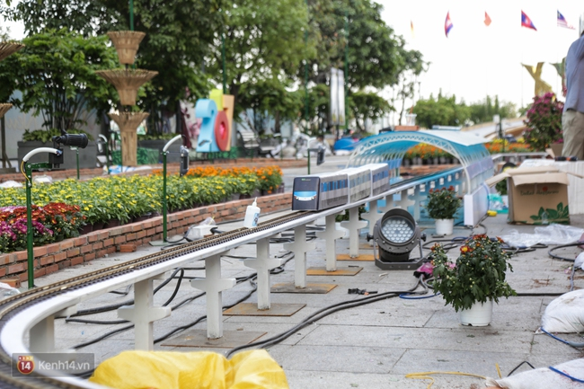 Ngắm nhìn những tiểu cảnh xinh xắn đang được trang trí tại đường hoa Nguyễn Huệ trước ngày khai mạc - Ảnh 19.