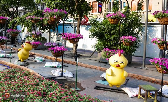 Ngắm nhìn những tiểu cảnh xinh xắn đang được trang trí tại đường hoa Nguyễn Huệ trước ngày khai mạc - Ảnh 17.