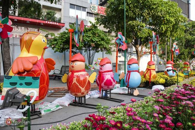 Ngắm nhìn những tiểu cảnh xinh xắn đang được trang trí tại đường hoa Nguyễn Huệ trước ngày khai mạc - Ảnh 16.