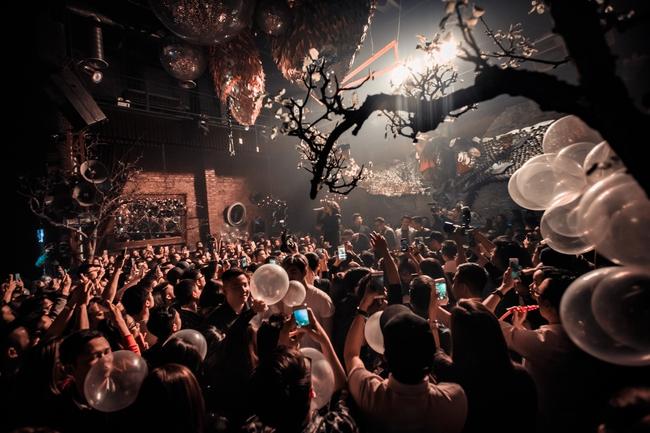 Tóc Tiên, Soobin Hoàng Sơn quẩy tung nightclub Hà Nội đêm cuối tuần - Ảnh 4.