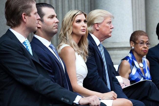 Ông Trump công kích trung tâm thương mại cao cấp vì để thương hiệu của con gái bị out - Ảnh 2.