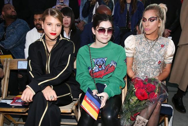 Cùng dự show Tommy Hilfiger, Jessica Jung được Vogue khen nổi bật không kém Lady Gaga - Ảnh 5.