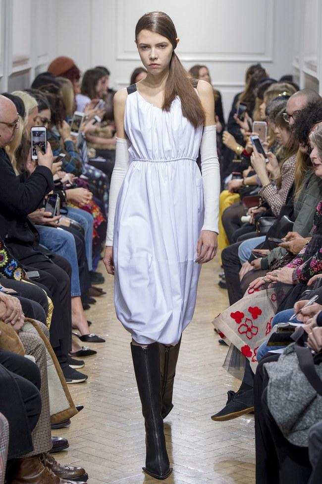 5 BST như minh chứng cho thấy Tuần lễ thời trang London chẳng chán tẹo nào! - Ảnh 1.