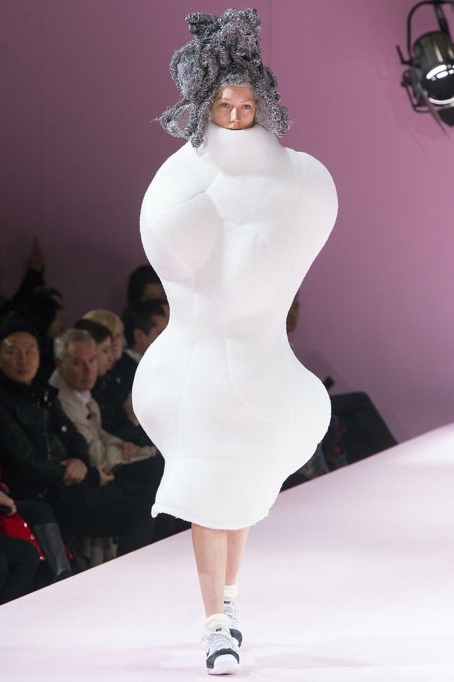 Kỳ lạ: Thiết kế mới nhất của Comme des Garçons giông giống sáng tạo của Đỗ Mạnh Cường - Ảnh 5.