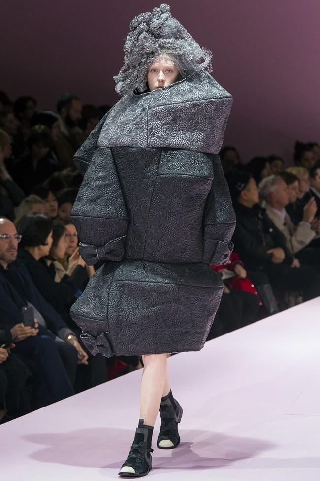 Kỳ lạ: Thiết kế mới nhất của Comme des Garçons giông giống sáng tạo của Đỗ Mạnh Cường - Ảnh 6.