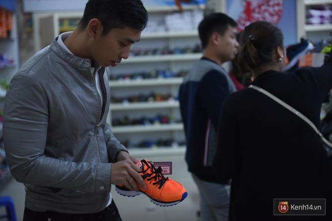 Giày Bitis Hunter của Sơn Tùng cháy hàng trên mọi mặt trận, cả hàng dài khách đăng kí chờ mua - Ảnh 9.