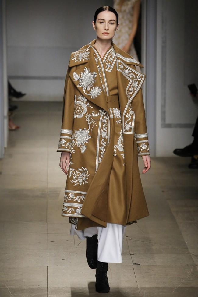 5 BST như minh chứng cho thấy Tuần lễ thời trang London chẳng chán tẹo nào! - Ảnh 27.