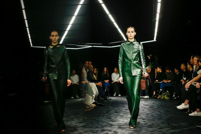 Đúng dự đoán, Dior out khỏi Top những bộ sưu tập xuất sắc nhất Tuần lễ thời trang Paris - Ảnh 39.