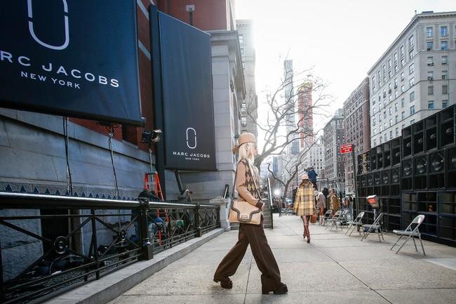 Mở mang tầm mắt với 8 BST không-thể-không-xem của Tuần lễ thời trang New York - Ảnh 2.